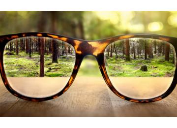 Близорукость – проблема, но не приговор. Что выбрать: очки или контактные линзы?